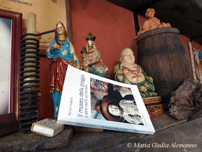 SCAGLIOLA_museo_pioggia_santi_budda_ copy