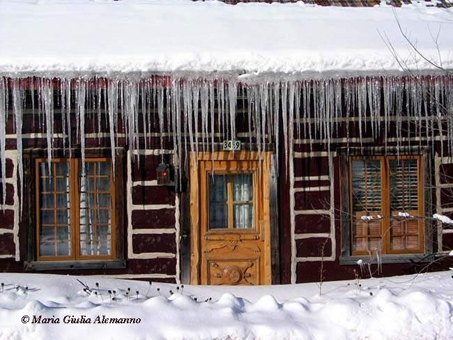 rawdon-house-ice-quebec-canada1